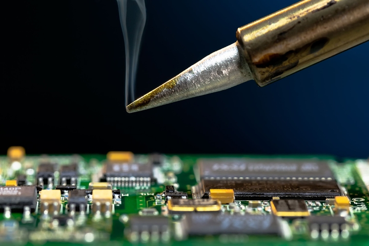 Electronics: Learn How to Solder!
